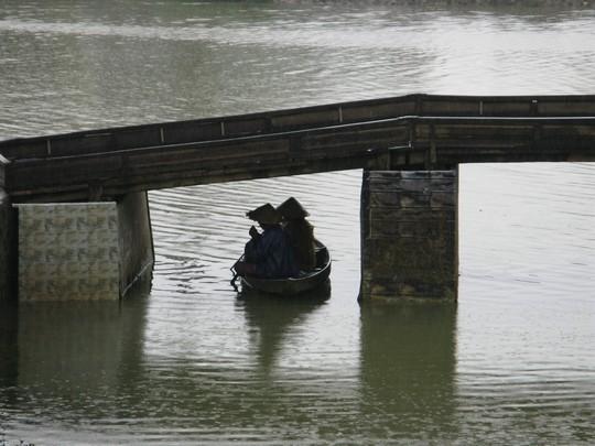 Pod mostem...