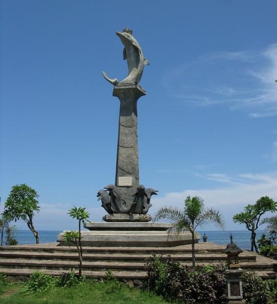 Dolphin Monument