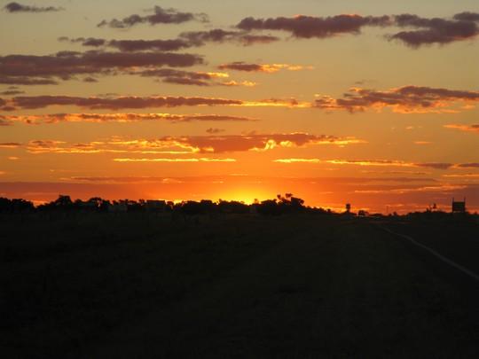 Zachód słońca nad drogą