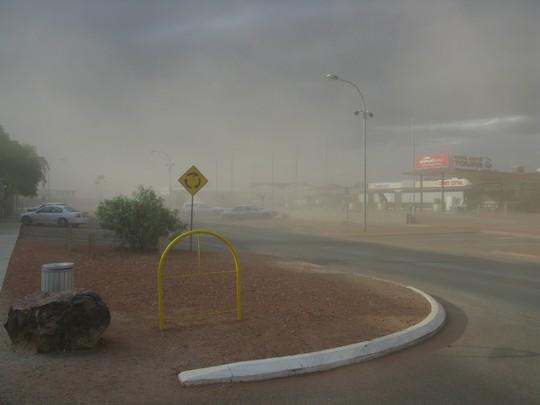 Burza piaskowa w Coober Pedy