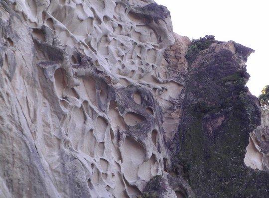 Skały w kształcie plastra miodu